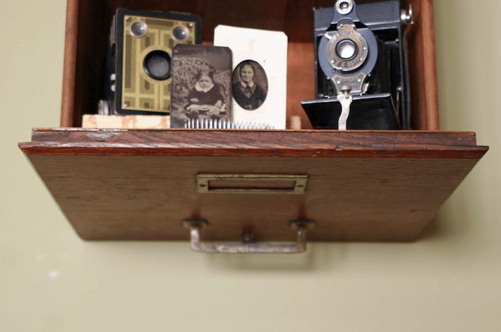 Filing cabinet drawer shelf for curios