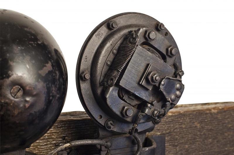 Vintage horn mechanism closeup