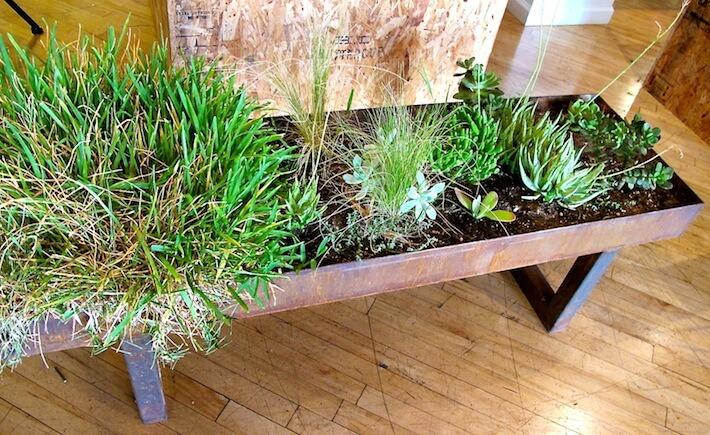 Metal coffee table planter