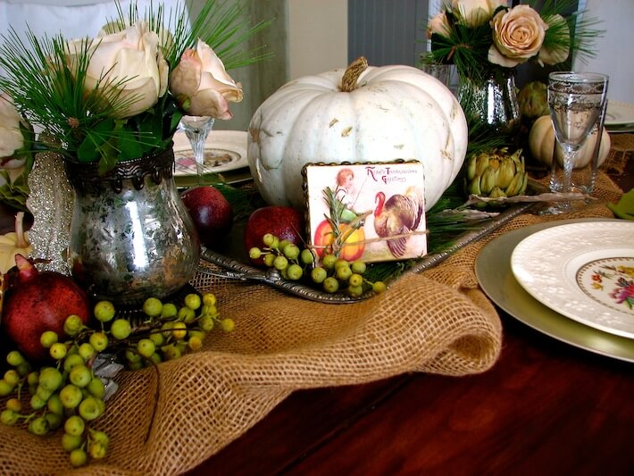 Make table decorations for a rustic romantic thanksgiving