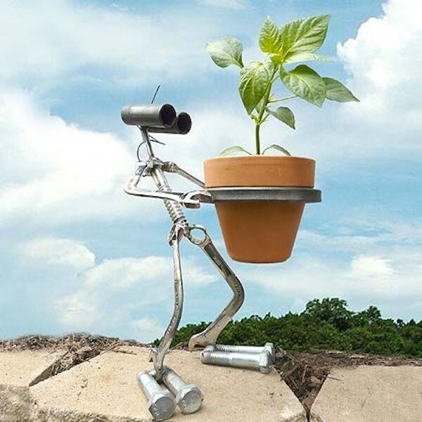 Robot plant holder