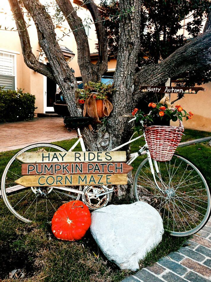 Cute bicycle Halloween vignette