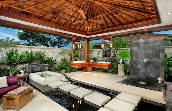 Ethan-Tweedie-tropical-outdoor-living-bathroom