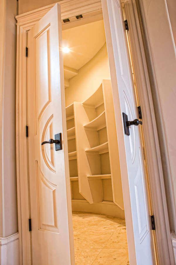 Fashion Forward doors make walk-in closet happy